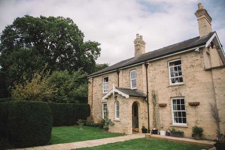 Wayside a beautiful Victorian  home - Sudbrooke - Ev