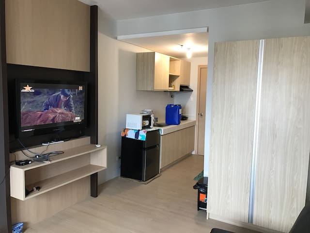 A small yet clean studio unit :) - Quezon City - Selveierleilighet