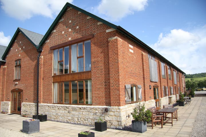Helena House, family friendly with private hot tub - Blandford Forum - Ev