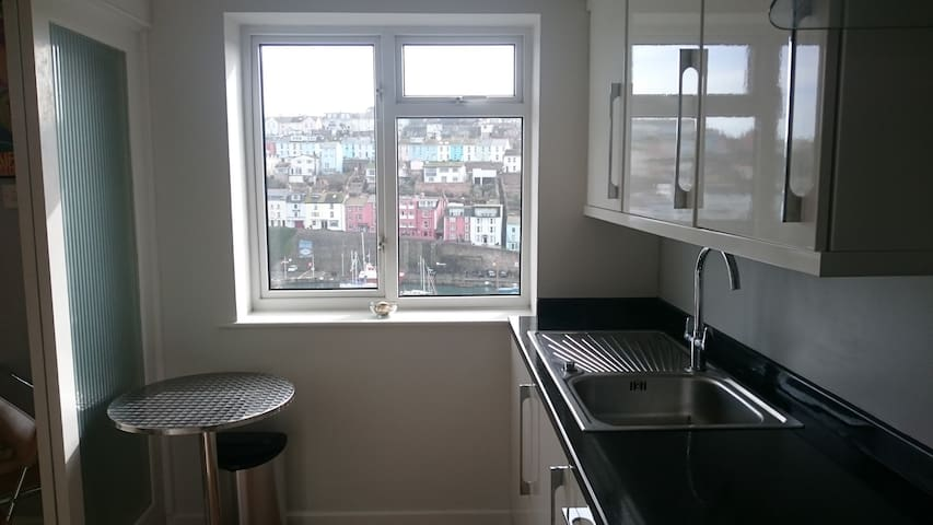 Unrivalled harbour views.  Central location. WiFi - Brixham - Appartement