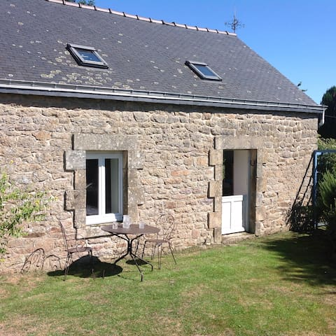 Kergadou, modernised Breton cottage - Langonnet  - Huis