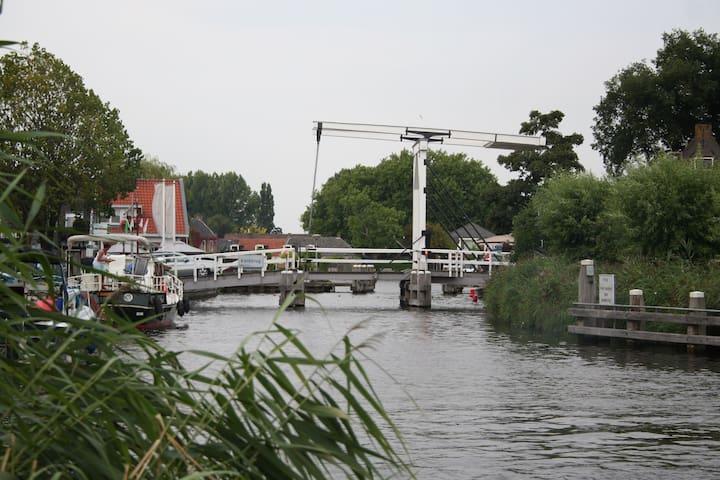 Binnenplaats aan de Amstel - Vlak bij Amsterdam - Ouderkerk aan de Amstel
