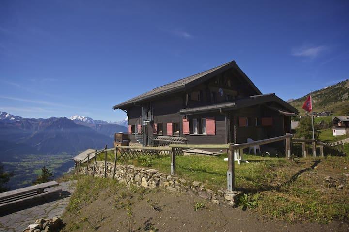 Vue splendide sur les Alpes, Cervin - Riederalp - Шале