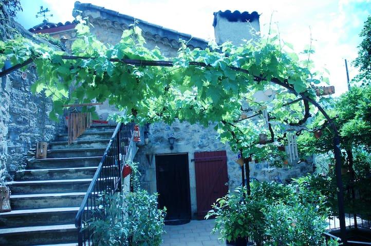 L' Oustalet - Vesseaux - Huis