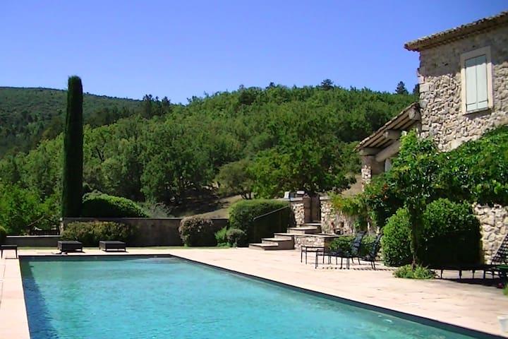 Provence Luberon, bergerie 18ème,  Apt - Manosque - Céreste - Alojamiento vacacional