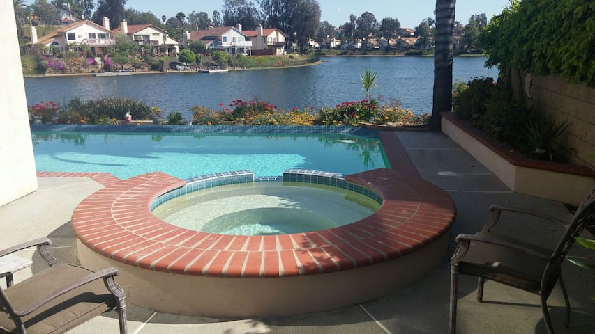 Welcome To The Lake 1 Queen\w full private bath - Moreno Valley - Rumah