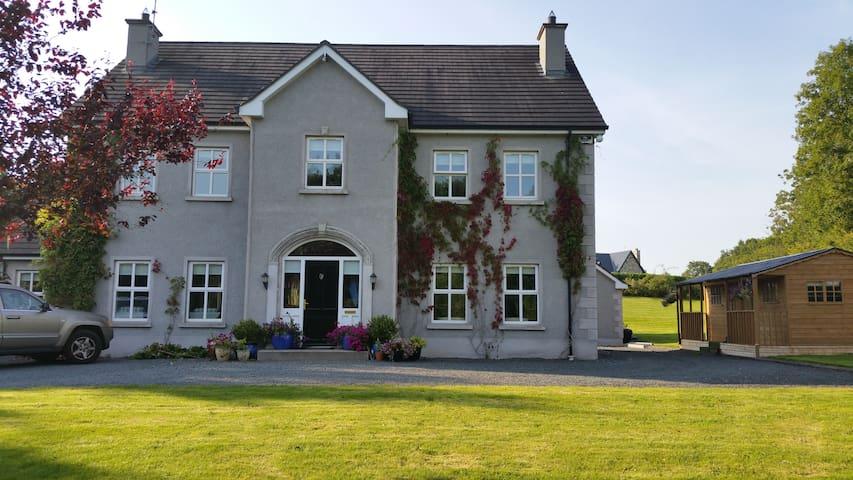 Luxury large home in Monaghan - Milltown - Hus