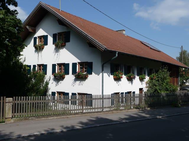 """""""Raus auf`s Land"""" Bed & Breakfast Issing - Vilgertshofen-Issing"""