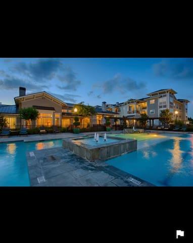 Full amenities ten mins to bush airport - Tomball - Condomínio