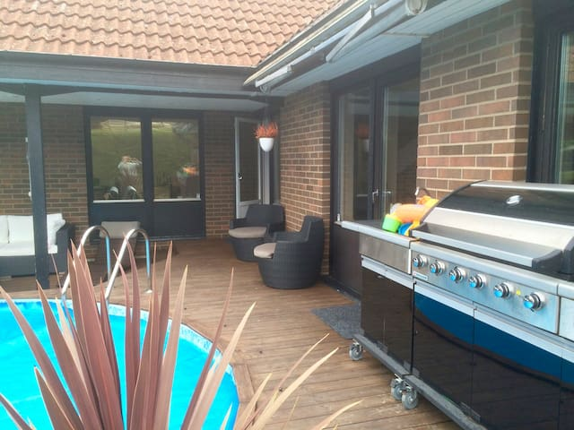 Stylish modern house with pool and outdoor area. - Landskrona S