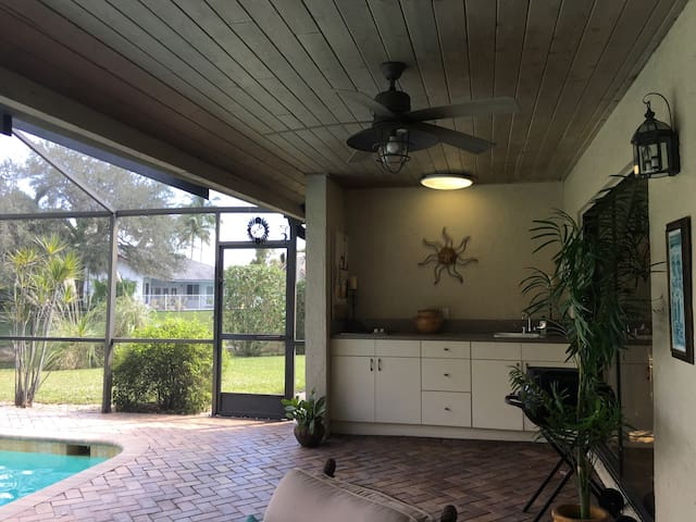 Spacious Waterfront Home with Pool - Coral Springs - Huis