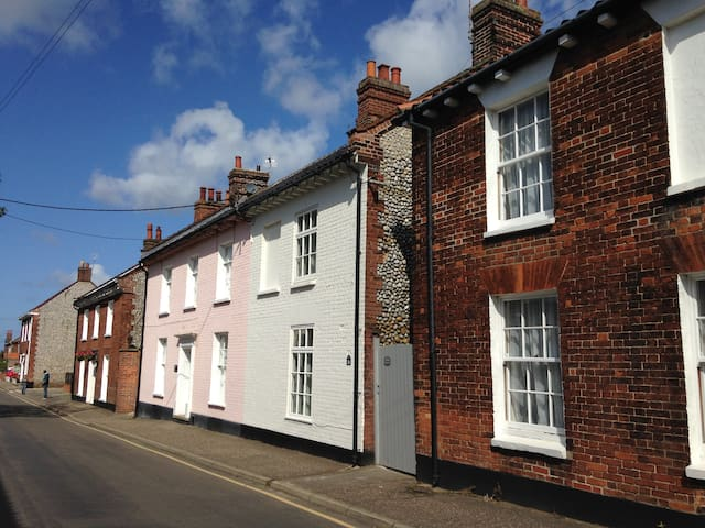 Beautifully Renovated Cottage, New Street, Holt - Holt - Huis
