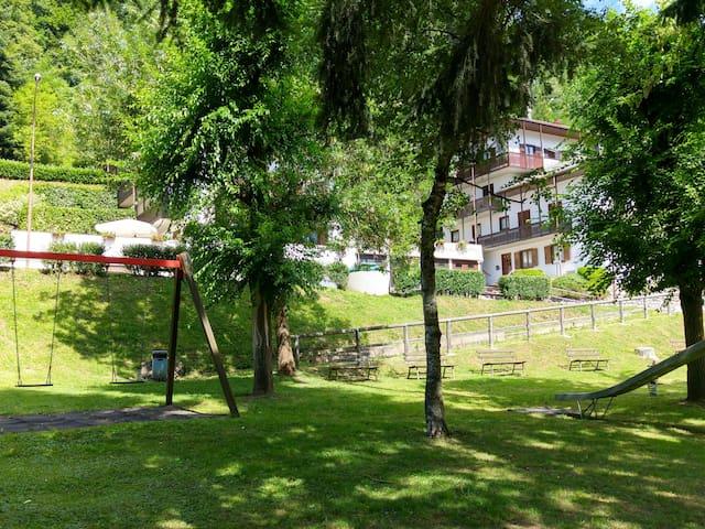 """Holiday home """"LeCoronelle"""" in Malè Val di Sole - Malè - Lägenhet"""