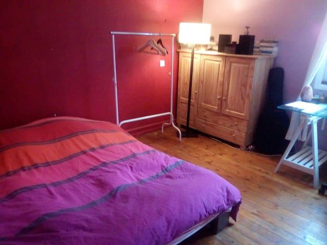 Chambre spacieuse et calme - Aurillac - Appartement