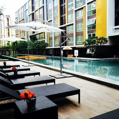 ห้องพักสวยในคอนโดหรู ใกล้หาดบางแสน - อ.เมืองชลบุรี - Altres