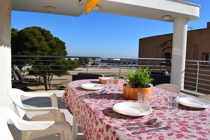 Apartment on the beach front with terrace - Roda de Berà - Lägenhet