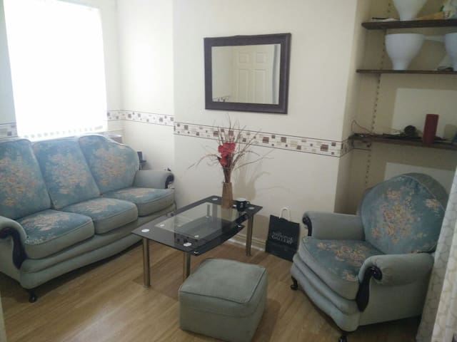 Super Confy Sofa + Free Breakfast - Manchester - Hus