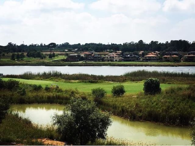 One bedroom apartment with lovely lake views - Benoni - Appartement