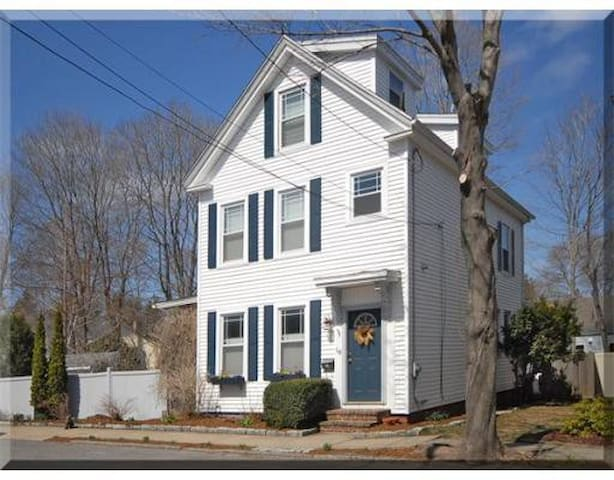 Family Friendly Newburyport home with a pool - Newburyport - Talo