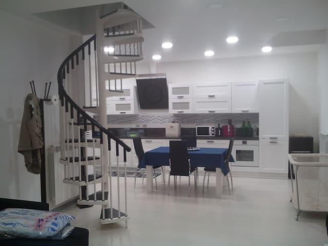 Totalmente ristrutturato e arredato a nuovo - Chivasso - Lägenhet