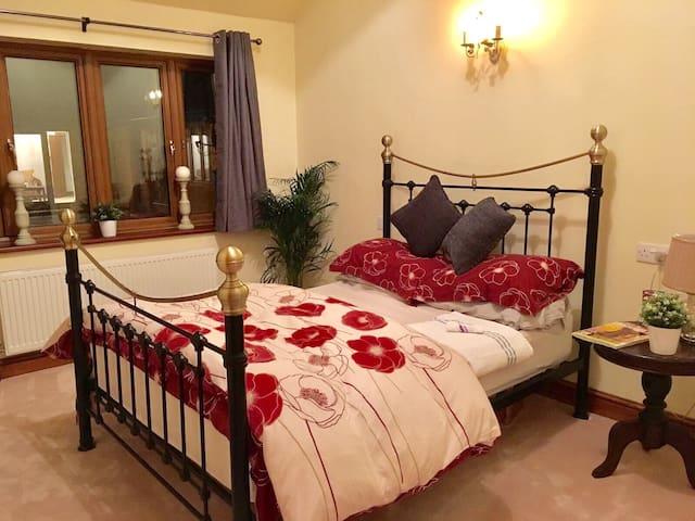 Lovely double room w/ensuite shower - Gloucester  - Hus