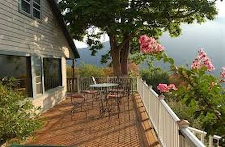 The Ledge House Bed & Breakfast: Suite 1 - Harpers Ferry