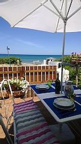 Sulla spiaggia veranda giardino splendidi tramonti - Eden Beach - Departamento