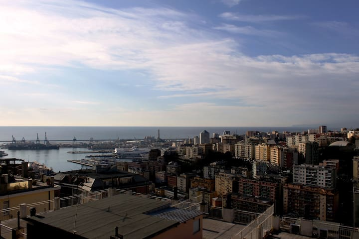 Over the roofs of Genoa - Gênes - Appartement en résidence