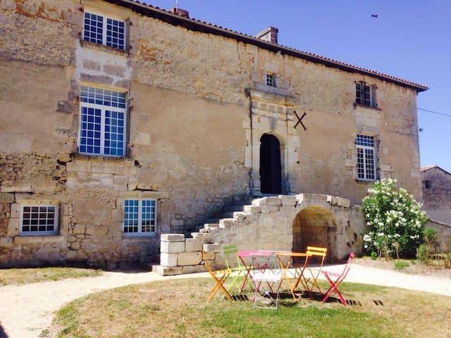 Logis du 16eme siècle, proche Angouleme, Cognac - Jurignac - Casa