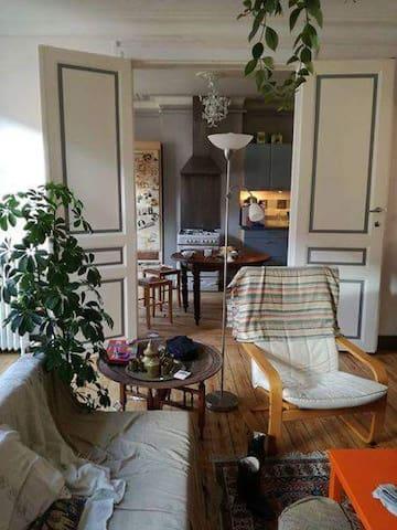 Super chambre 150 euros/semaine porte de namur - Elsene - Lägenhet
