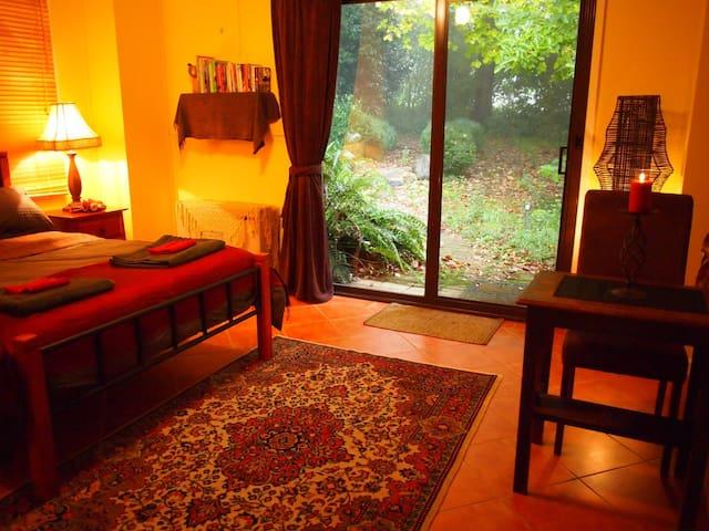 Ferny Forest Retreat - Sassafras - Dormitorio para invitados