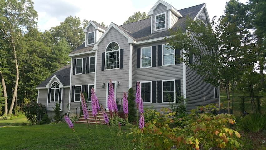 Big, new and clean Colonial House - Billerica - Huis