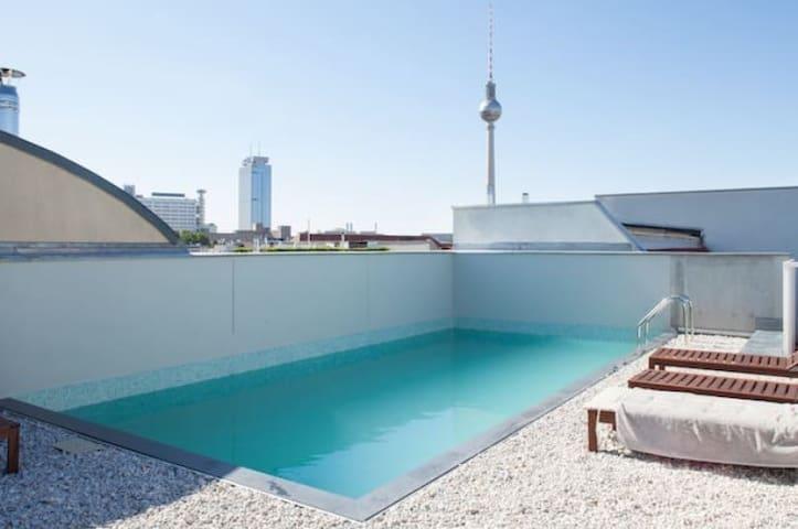 Cool Loft with Pool in Berlin Mitte - Berlín - Apto. en complejo residencial