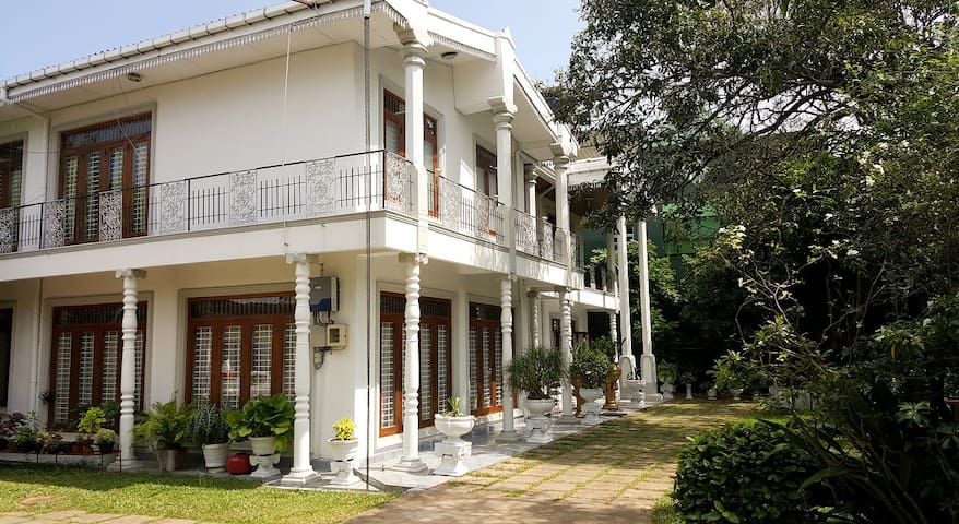 9A Eco Bungalow -Rooms in Spacious Victorian House - Wattala