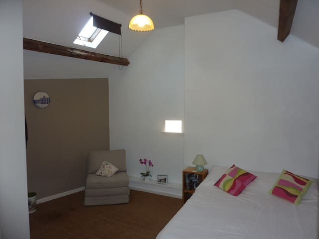 Townhouse St Jacques - Loft room with en-suite. - 埃穆蒂耶爾(Eymoutiers) - 獨棟