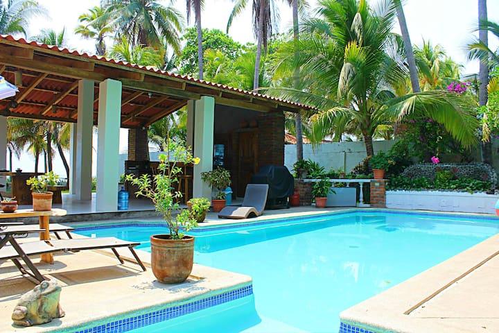 Beach Front House with Pool - La Libertad - Casa