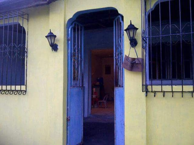 A quiet, sunny, 50sqm house for vacation rent - Cavite - Sorház