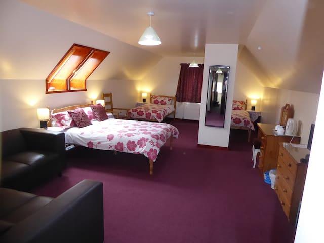 Lotta Dubh B&B Ensuite family room - Lochcarron - Bed & Breakfast