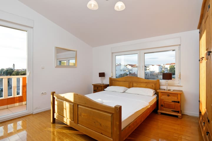 Luxurious 3 bed penthouse with large roof terrace - Žedno - Departamento