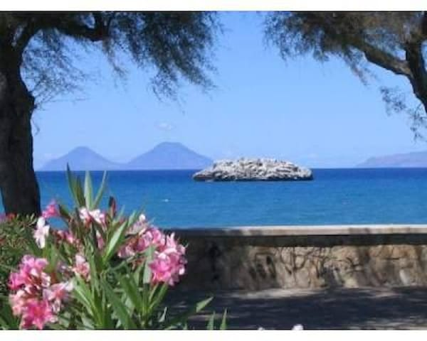 Attico Vista mare ed Isole Eolie - Brolo - Appartement