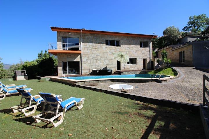 Casa com Piscina em Amares - Paredes Secas - Huis