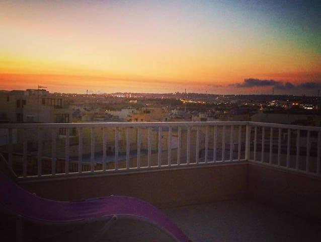 The Penthouse Embrace - Ħal Qormi