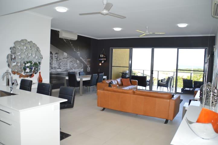 City and Ocean View Apartment with Private Room - Stuart Park - Apartamento