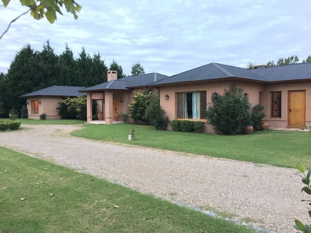 Magnificent Country Style House - Open Door - Hus