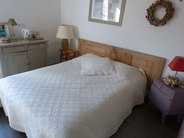 rent room with bathroom - Villequier - Bed & Breakfast
