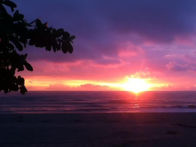 Casa Lillibelle Beachfront Rooms - Cabangan - Slaapzaal