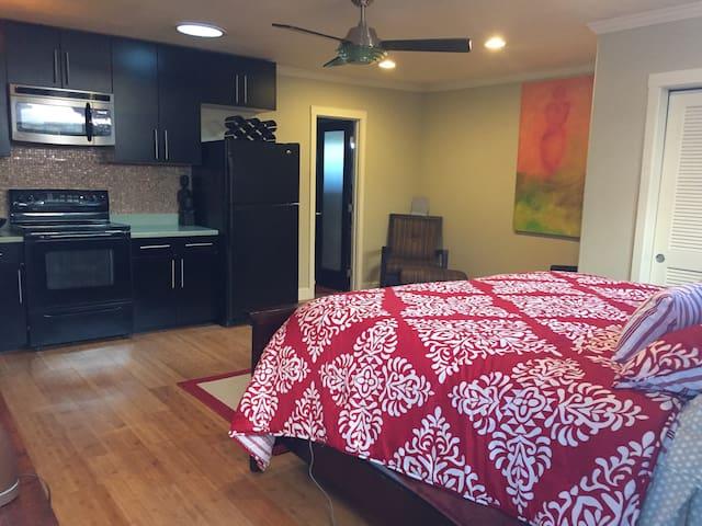 Elegant Private Cottage w/ full kitchen and bath. - Vallejo - Hus