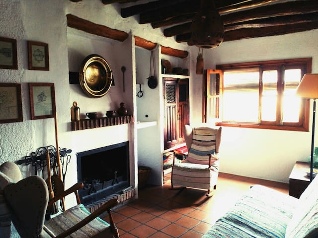 Traditional restored house in Alpujarra Mountains - Nieles - Huis
