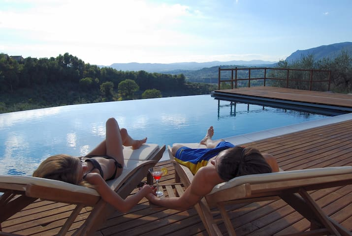 DOMUS UMBRA - Camera matrimoniale con bagno - B&B - Terni