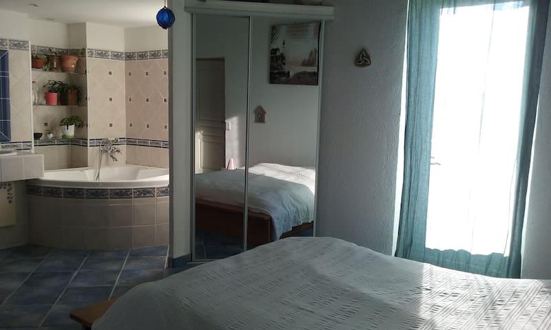 Grande chambre 2 à 4 pers avec terrasse - Alès - Rumah